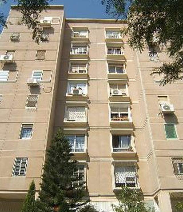 בניין מספר 68 בערד, שבו מוצעות למכירה שתי דירות
