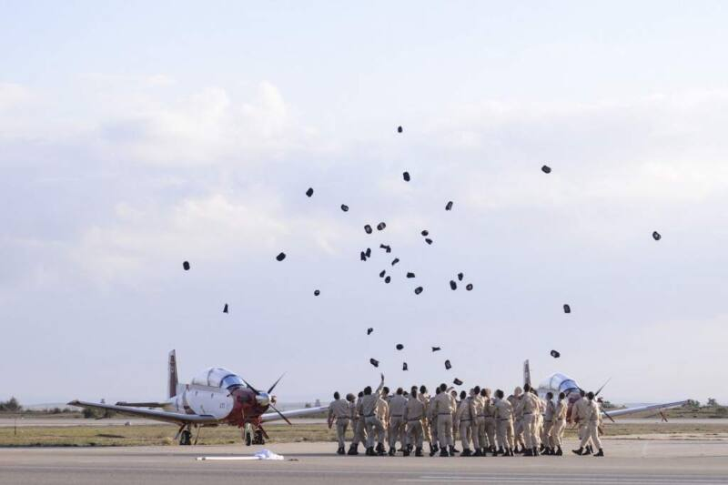 חדשות היום Facebook: היום הוענקו דרגות קצונה לבוגרי קורס הטיס