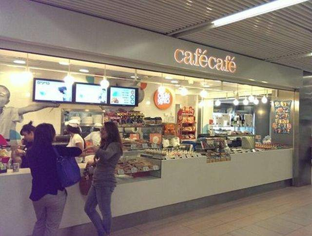 """מזנון """"קפה קפה"""" בטרמינל 1 בנתב""""ג. צילום: ויקיפדיה"""