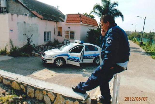 """משטרת ישראל, מגיעים, רושדים תלונה והולכים. """"תפנה לעירייה"""" אומרים לרחום (צילום: הרצל רחום)"""