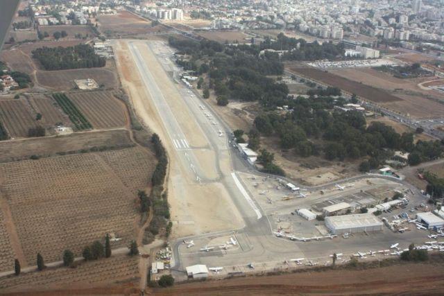 שדה התעופה בהרצליה העלול להיסגר ב-15 לאפריל השנה. צילום: מוטי שוימר