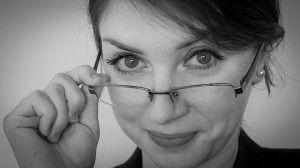 עדשות מגע או משקפיים בעד ונגד