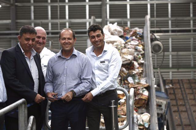 ראש עיריית ירושלים ניר ברקת חונך את מפעל Greennet. צילום: פלאש 90