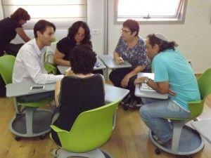לימוד בכיתת העתיד באוהלו. צילום: Ancho Gos, JINI Photo Agency