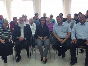 השרה גמליאל ראש מועצת שומרון דגן והרב לבנון בבית הקשיש באלון מורה