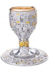 רשת ואהבת מציעה כוס קידוש מעוטר  על רגל המחיר 238 שח צלם פיני הירשברג