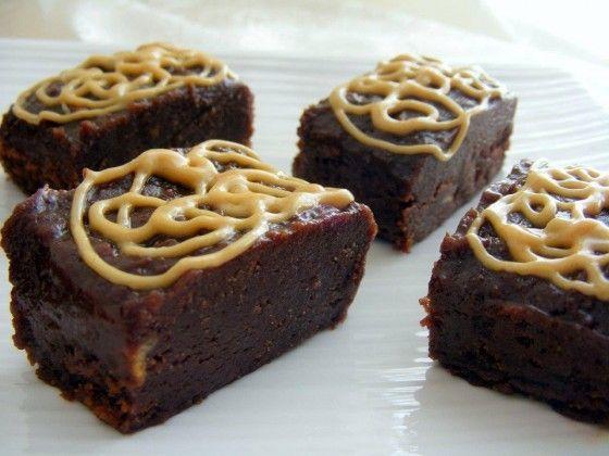 מתכון טבעוני ומפנק ריבועי שוקולד וחמאת בוטנים
