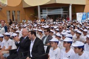 נשיא המדינה עם ילדי בית הספר בטקס פתיחת השנה