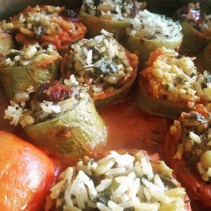 קישוא ממולא באורז ירוקים וחמוציות