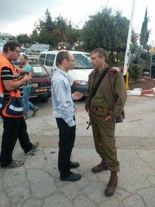 ראש המועדוידי פרל צה ומפקד האוגדה הגיעו דקות ספורות לאחר הדקירה למקום הפיגוע