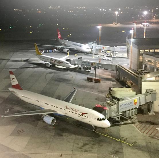 מטוסים בטרמינל 3 בלילה