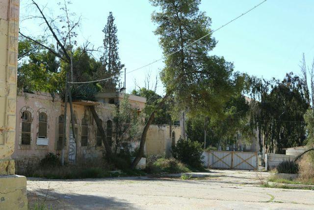 פינה במחנה ורד, המשתרעת בשטח של כ-17 דונמים, ובו עשרות מבנים צבאיים מתקופות שונות