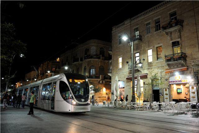 רחוב יפו בירושלים בלילה