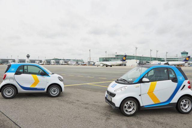 שירות שיתוף המכוניות של לופטהנזה אקספרס מעניק לנוסעים חלופת תחבורה קלה ונוספת לנמל התעופה. מכונית Smart for Two. השירות אטרקטיבי במיוחד לנוסעים הטסים לבדם או בזוגות