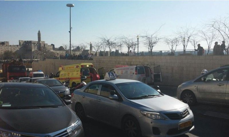 שלושה פצועים פיגוע דקירה בשער יפו