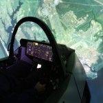 טייסי חיל האוויר האמריקני מפעילים F-35 בסימולטורים מתקדמים