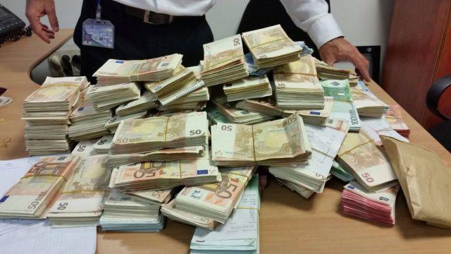 """כך נראים יותר מחצי מיליון יורו, שתפסו בנתב""""ג. צילום יח""""צ"""