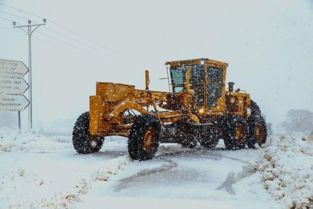 מפלסת שלג שפעלה בצפון באירוע הסוער בשנה שעברה. צילום: אנשו גוש סוכנות גיני