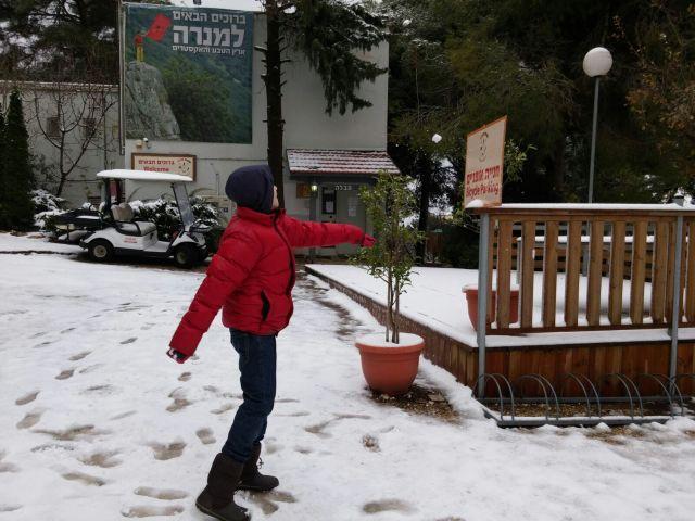 שלג במנרה לודג'. צילום: מיקי מיירנפלד