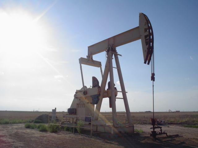 """באר נפט בטקסס ארה""""ב. צילום: ויקיפדיה"""