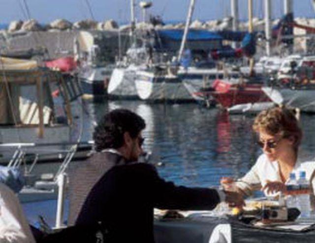 ארוחה בנמל יפו. צילום: אתר התאחדות המלונות תל אביב