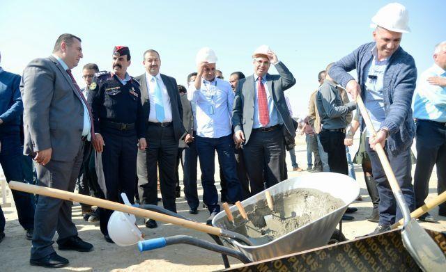 מנהל רשות המסים, משה אשר ובכירים מירדן ומהרשות הפלשתינית, בעת הנחת אבן הפינה. צילום: יוסי זלינגר