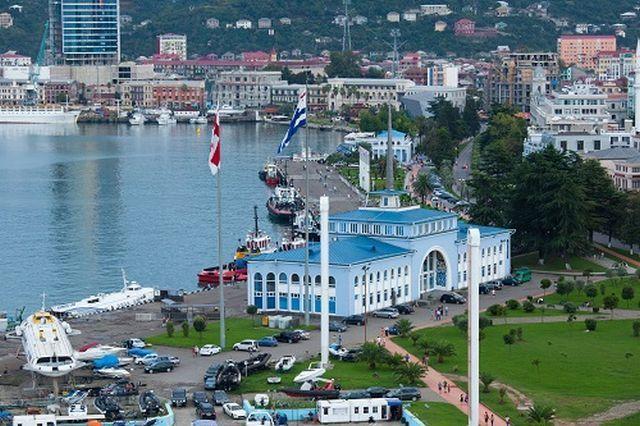 """הנמל בבאטומי. צילום יח""""צ"""