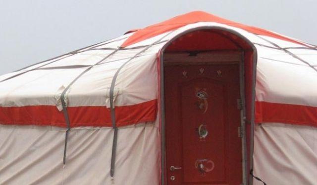 אחד האוהליחם באתר ג'ינג'יס חאן בגולן. צילון מאתר החברה