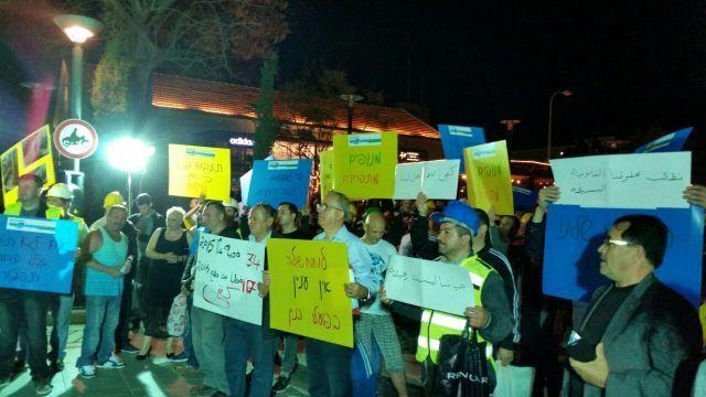 מנופאים ומפעילי עגורנים מפגינים מול קריית הממשלה בתל אביב