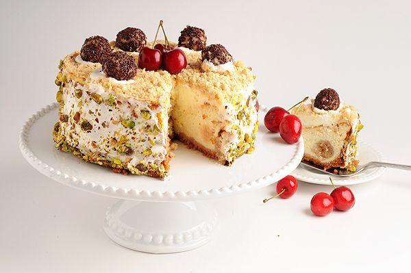 """עוגת גבינה """"הפתעות"""" עם כדורי עוגיות"""