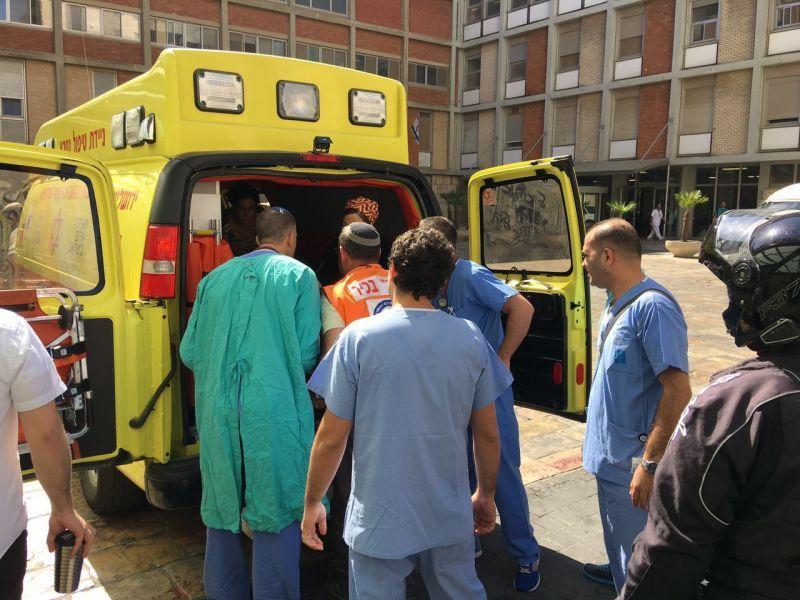 הפצוע מגיע להדסה עין כרם צילום: דוברות הדסה