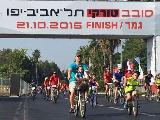 משפחות באירוע האופניים סובב טורקי תל אביב - יפו. צילום: תמי לוריא, ראנר סקאנר