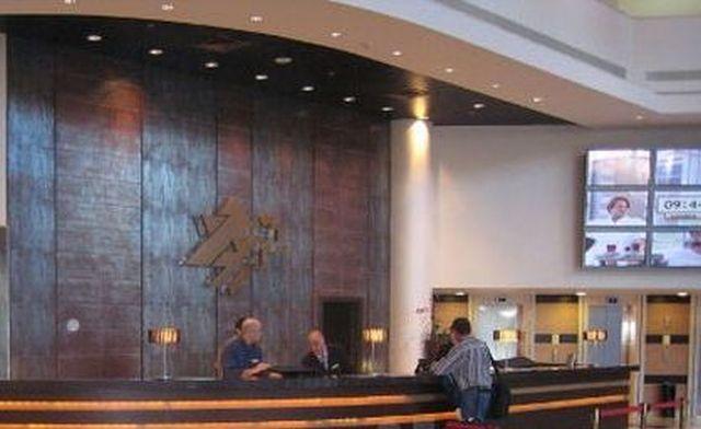 יאגו (IAGO) - לשלוח וואצאפ ומסנג'ר לפקיד הקבלה במלון