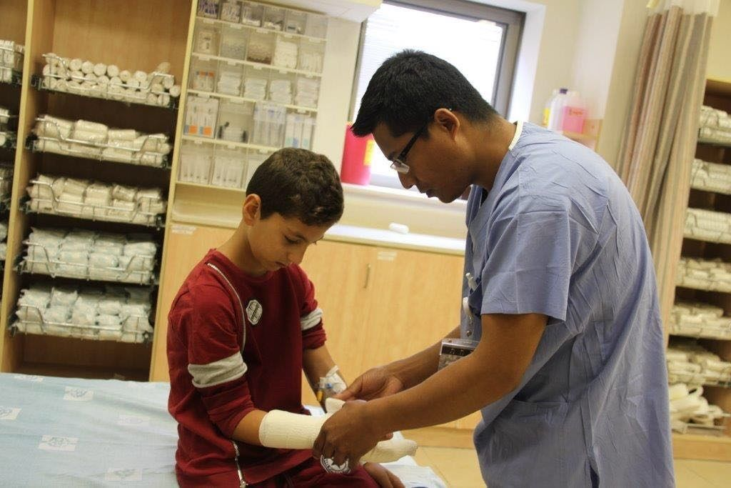 לאחר כמעט שנה התברר הכאב בידו של הילד קליע