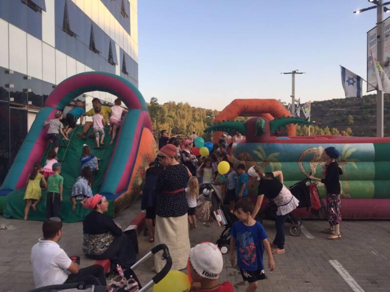 900 מבקרים באירוע בקניון מגה אור אריאל