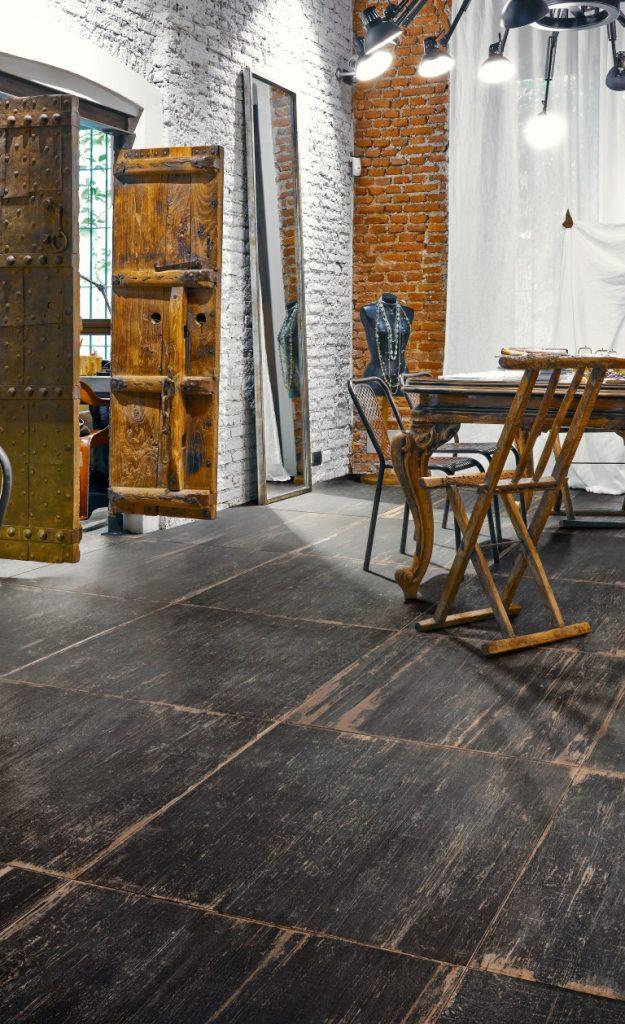 אלוני ריצוף צבע שחור קפה סדרת בלנד ארט צילום יחצ חול