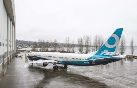 בואינג חוגגת את גלילה מטוס 737MAX-9 החדש