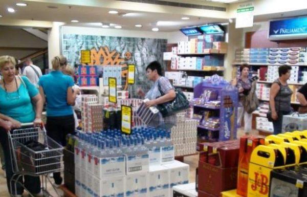 עובד דיוטי פרי  חשוד בהברחת מאות חפיסות סיגריות