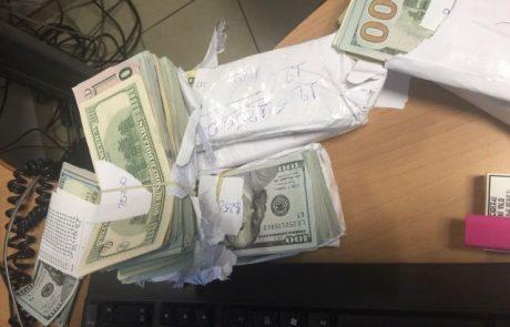 חשודים בניסיון הברחת דולרים נתפסו בשרוול הכניסה למטוס