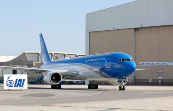 מכינים את מטוס ראשי המדינה לקראת טיסת המבחן הראשונה