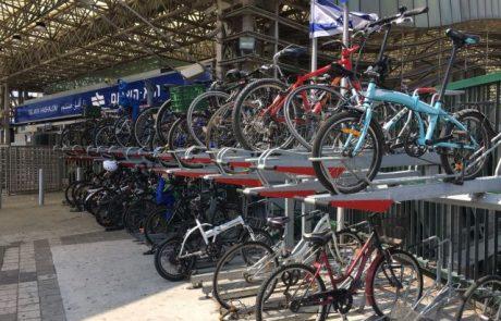 כ-5500 נוסעים מגיעים כל בוקר לתחנות הרכבת עם האופניים