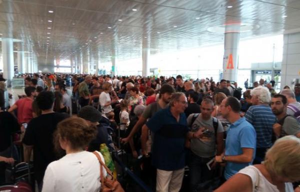 """10 מיליון נוסעים בנתב""""ג בארבעת חודשי הנסיעות"""