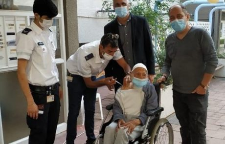 חסן אהרון בן ה- 106 הוא המבוגר ביותר שקיבל חיסון קורונה