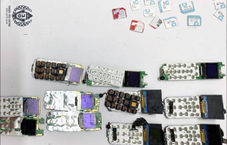 ניסה להבריח 11 מכשירים סלולריים למחבלים בכלא מגידו