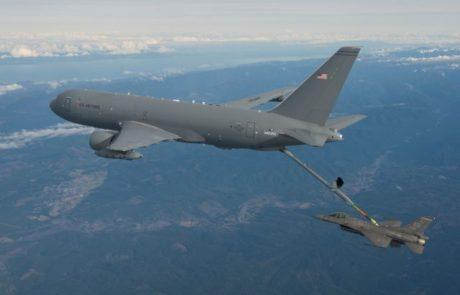 מטוס התדלוק החדש של בואינג ביצע תדלוק אווירי ראשון