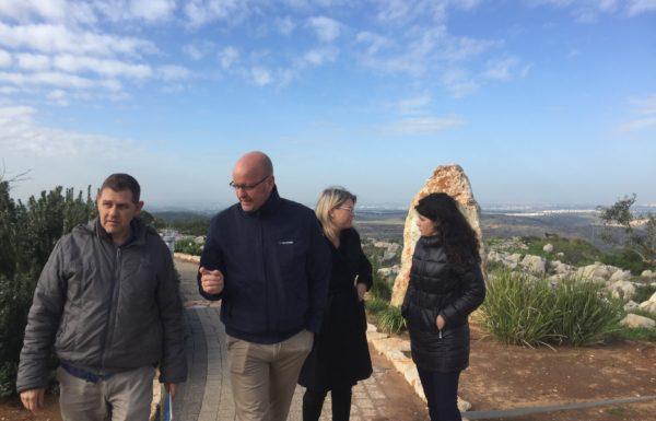 הדרך להילחם בתעמולה נגד ישראל היא לחשוף את האור האמת והעובדות