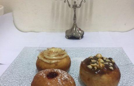 מתכון להכנת סופגנייה במילוי קרם קרמל לגאנש קפה