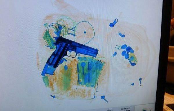 """אקדח התגלה בכבודת יד של נוסע בנתב""""ג"""