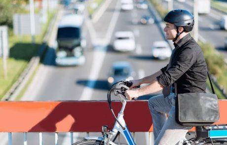ממחר אסור לחבוש קסדת חצי בנהיגה על אופנוע