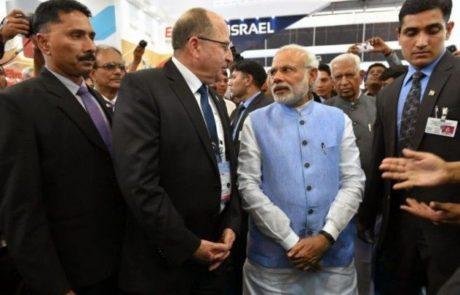 שר הביטחון יעלון נפגש עם ראש ממשלת בהודו